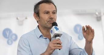 Бужанский заявил, что Вакарчук до сих пор зарабатывает в Раде: действительно ли это так