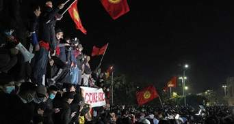 В Кыргызстане против митингующих применили тяжелую технику, но безуспешно: видео