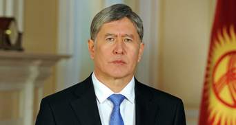 Протестующие в Кыргызстане выпустили из СИЗО экс-президента Атамбаева: видео