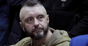 Андрія Антоненка залишили під вартою, під судом почалися сутички: відео