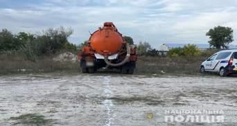 На Полтавщине сливали нечистоты в поле: фото