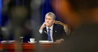 Покушение на Атамбаева: в Кыргызстане неизвестные обстреляли машину бывшего главы страны