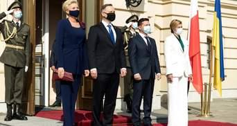 У класичному білому костюмі: Олена Зеленська вразила образом на офіційній зустрічі – фото