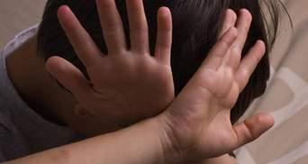 Домогался 12-летнего мальчика: на Львовщине дяде подростка объявили о подозрении