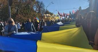 С файерами и требованиями к офису Президента: в Киеве прошел Марш УПА – фото, видео