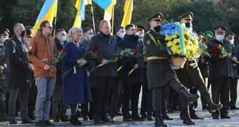 Празднование Дня защитника Украины: во Львове почтили память погибших героев – фото