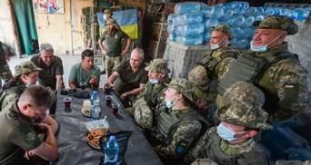 Зеленский ко Дню защитника посетил военных в зоне ООС