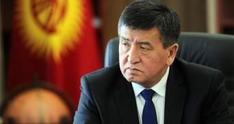 Президент Киргизстану Жеенбеков пішов у відставку через протести