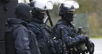 Чеченець обезголовив учителя в Парижі: кількість затриманих зросла – під вартою батьки нападника