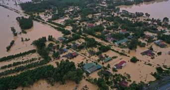 Смертельна повінь у В'єтнамі: понад 70 жертв, військові опинилися під завалами