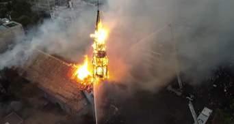 В Чили протестующие сожгли 144-летнюю церковь: видео