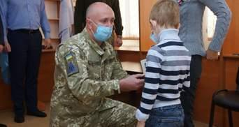 На Харьковщине посмертно наградили членов экипажа самолета Ан-26Ш: трогательные фото