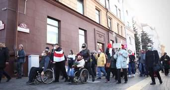 """""""Геть, брехун"""": у Білорусі люди з інвалідністю вийшли на марш протесту – фото, відео"""