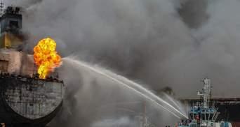 Російський танкер, що вибухнув в Азовському морі, відбуксирували