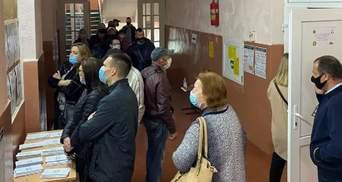 Огромные очереди и столкновения между ромами: как голосуют на Закарпатье – фото