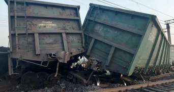 У Кривому Розі зійшли з рейок 14 товарних вагонів: фото