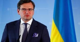 КСУ ударил не только по безвизу: Кулеба рассказал, какие проблемы ожидают украинцев