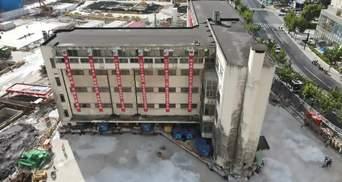 """У Китаї на 62 метри """"перенесли"""" будівлю, яка важить 7 600 тонн: вражаюче відео"""