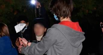 На глазах у любимого: в Миргороде 18-летний парень зарубил несовершеннолетнюю девушку – видео