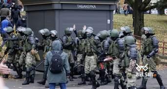Постріли, гранати та газ: відео жорстких розгонів мітингувальників у Мінську – 18+
