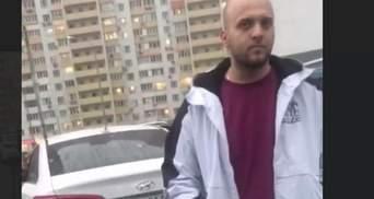 Чуть не наехал на ребенка, а потом ударил маму : в Киеве водитель напал на женщину – видео 18+