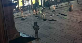 Австрійські ЗМІ показали кадри ймовірного затримання 4 стрілків у Відні: відео