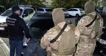 Нападающие с оружием похитили и пытали предпринимателя на Киевщине требовали 2 миллиона долларов