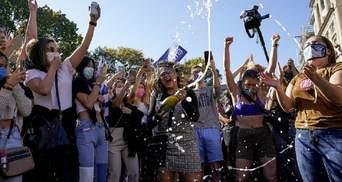 Перемога Байдена спровокувала масові святкування в США: фото й відео
