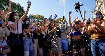 Победа Байдена спровоцировала массовые празднования в США: фото и видео