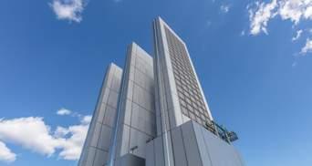 В центре Манхэттена завершают строительство нового узкого небоскреба – фото