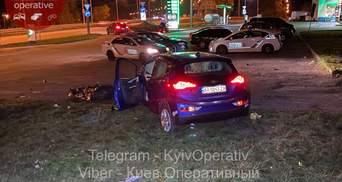 На Оболоні у Києві легковик на смерть збив поліцейську, яка йшла тротуаром: відео 18+
