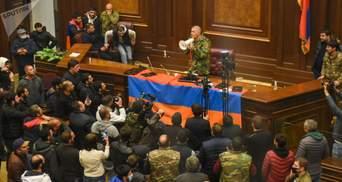 Протесты против капитуляции: в Ереване захватили здания правительства и парламента – видео 18+