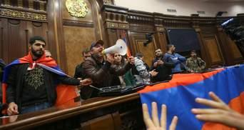 Столкновения в Армении обострились: протестующие требуют отставки Пашиняна
