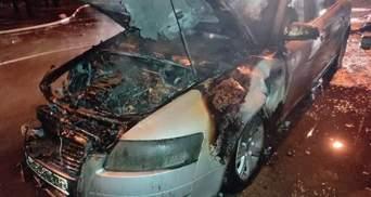Во Львове на улице дотла сгорела Audi A4: фото пожарища