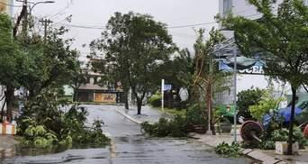 Ко Вьетнаму приближается масштабный тайфун: сотни тысяч людей эвакуируют
