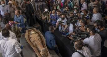 В Египте обнаружили более 100 саркофагов: в одном есть мумия – впечатляющие фото