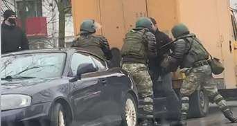 Силовики жестоко избили активиста в Минске: видео