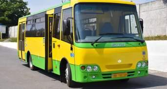 У Краматорську біля дільниці обстріляли автобус пейнтбольними кульками