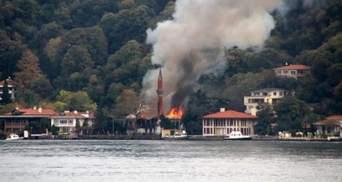 Серйозна пожежа сталася в мечеті XVII століття в Стамбулі: відео