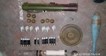 В прифронтовой Авдеевке склад оружия организовали прямо в кинотеатре: фото