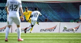 Олімпік сенсаційно переміг Зорю у матчі з незарахованим голом та вилученням воротаря: відео