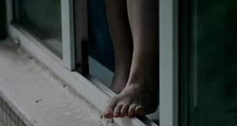 В Запорожье женщина с подозрением на коронавирус выпрыгнула из окна больницы: видео 18+