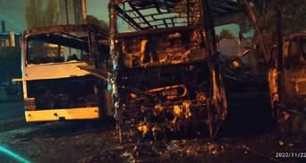 В Одесі на автостоянці спалахнула пожежа: постраждала людина – фото