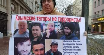 """""""Несправедливо гнані"""": росіяни вийшли на одиночні пікети, підтримуючи кримських татар – фото"""