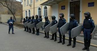 В Краматорске судебную охрану учили отбиваться от протестующих: видео