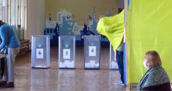 В Черкассах избирателей подвозят на участки подозрительные машины: фото