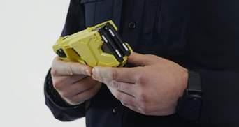 Руководитель патрульной полиции почувствовал на себе действие электрошокера: впечатляющее видео