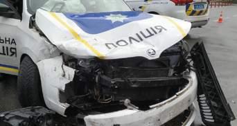 У Києві патрульні потрапили в ДТП, коли їхали на місце іншої аварії – фото, відео