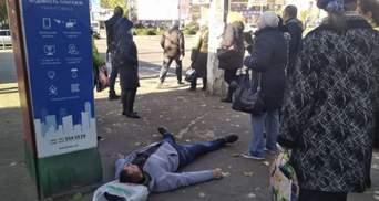 У Миколаєві чоловік покусав медиків швидкої: фото, відео