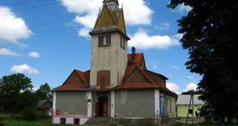 На Львівщині старовинну ратушу перетворять на хостел: фото
